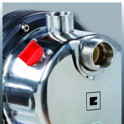 Vrlo visoka snaga usisavanja i pritisak i kapacitet isporuke Stalni vodovod (kuća / bašta) sa stalnim pritiskom Kućište pumpe od visokokvalitetnog INOX nerđajućeg čelika Čvrsti metalni navoj na usisnoj i izlaznoj strani Motor bez održavanja sa termičkom zaštitom od preopterećenja Visokokvalitetni mehanički zaptivač za dugi vek trajanja Čelični rezervoar pod pritiskom zapremine 20 litara Kompletan sa prekidačem pritiska za automatsko upravljanje Integrisani manometar Odvojen vijak za punjenje vode radi lakšeg pokretanja Vijak za ispuštanje vode za jednostavno odvođenje preostale vode Čvrste noge uključujući rupe za sidrenje na zemlji / podu